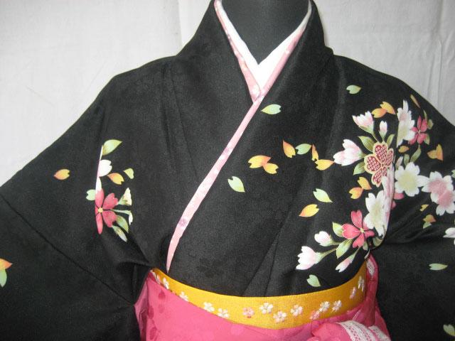 3-2.黒彩桜+マゼンダレース刺繍袴