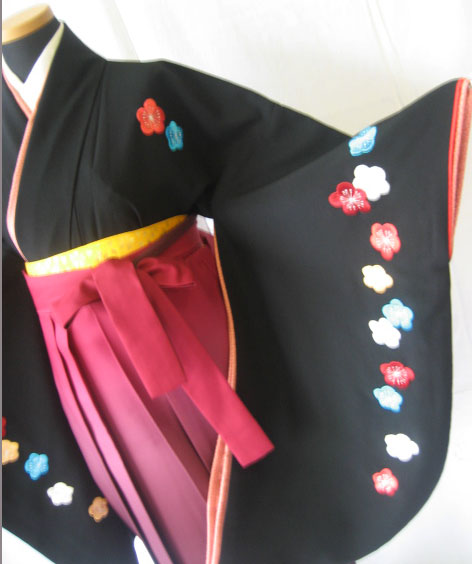 12-1.黒大梅刺繍+ワインぼかし袴